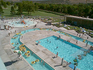 Exterior photograph of the Ross Park Aquatic Complex in Pocatello, Idaho